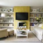 Телевизор и полки на стене