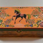 Конь на шкатулке