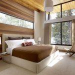Декор из дерева в интерьере спальни