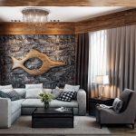 Рыба из дерева на стене в гостиной