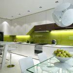 Салатово-белый интерьер кухни