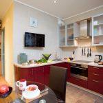 Бардовая кухонная мебель
