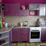 Кухня с фиолетовым интерьером