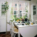 Шкафы с посудой и стол
