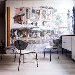Круглый обеденный стол в кухне