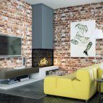 Желтый кожаный диван у камина