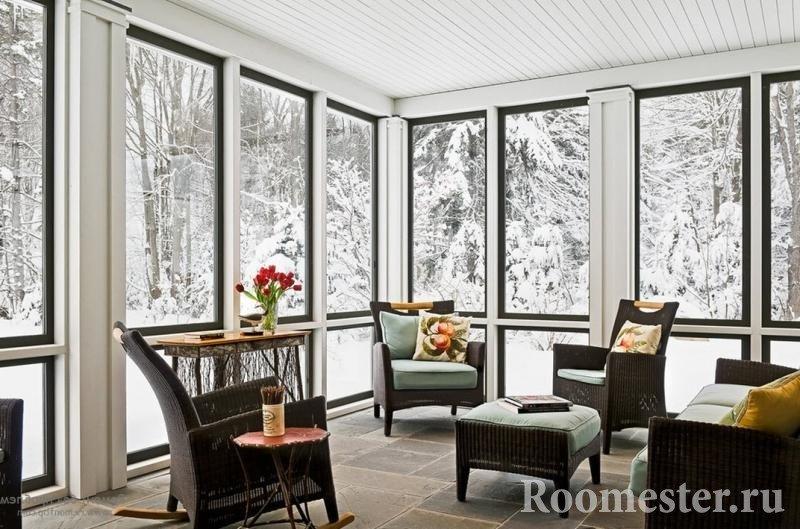 Зима за окнами веранды