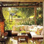 Подвесные фонари на веранде