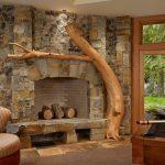 Дерево как элемент декора для камина