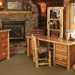 Мебель из бревен у камина
