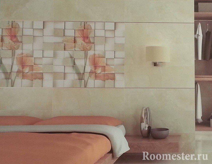 Керамическая плитка на стене у кровати