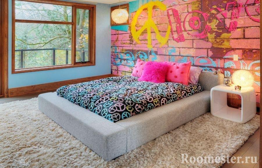 Граффити у кровати