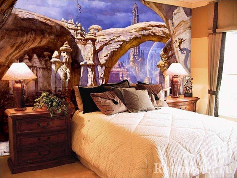 Интересное оформление стены в спальне