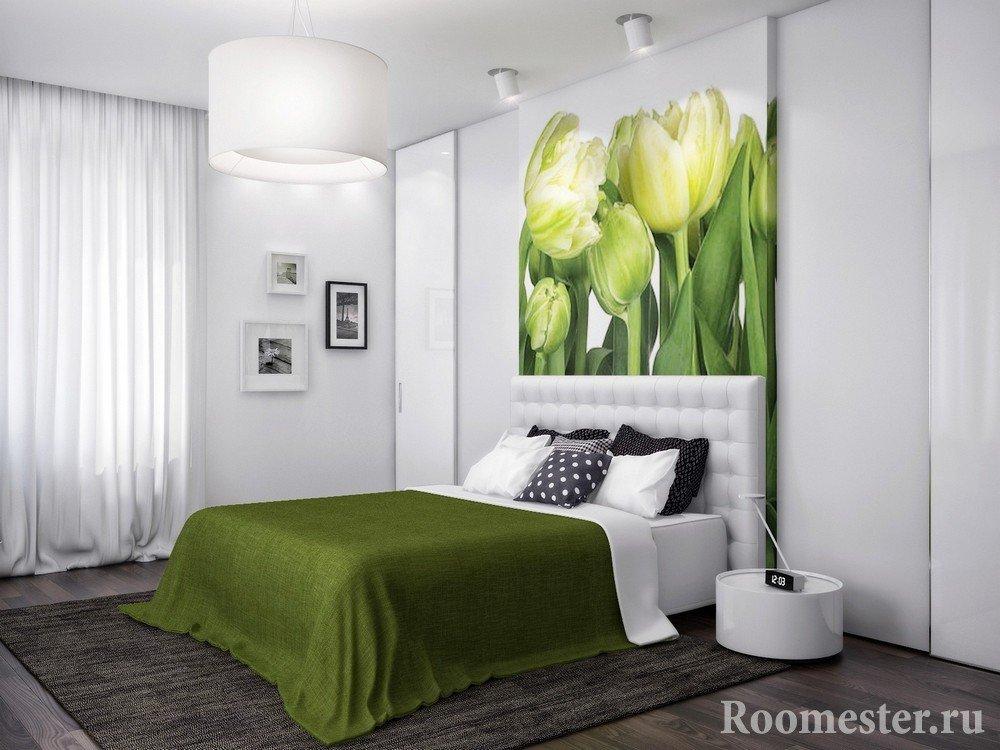 Тюльпаны над кроватью