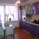 Сиреневая мебель на кухне