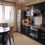 Кухня с черной мебелью