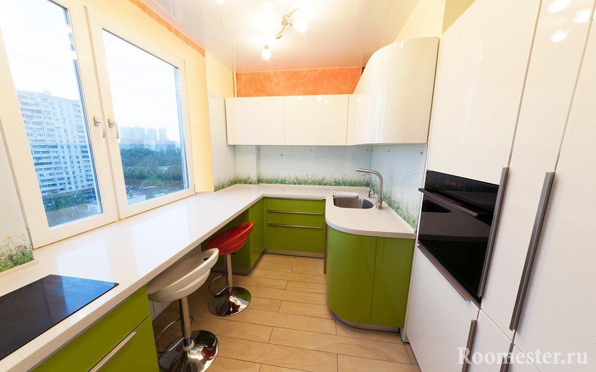 Бело-зеленая кухонная мебель