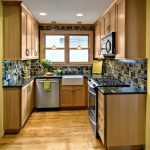 Интересный дизайн кухни из дерева