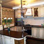 Старинная мебель на кухне
