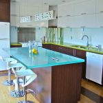 Телевизор на кухне на столе