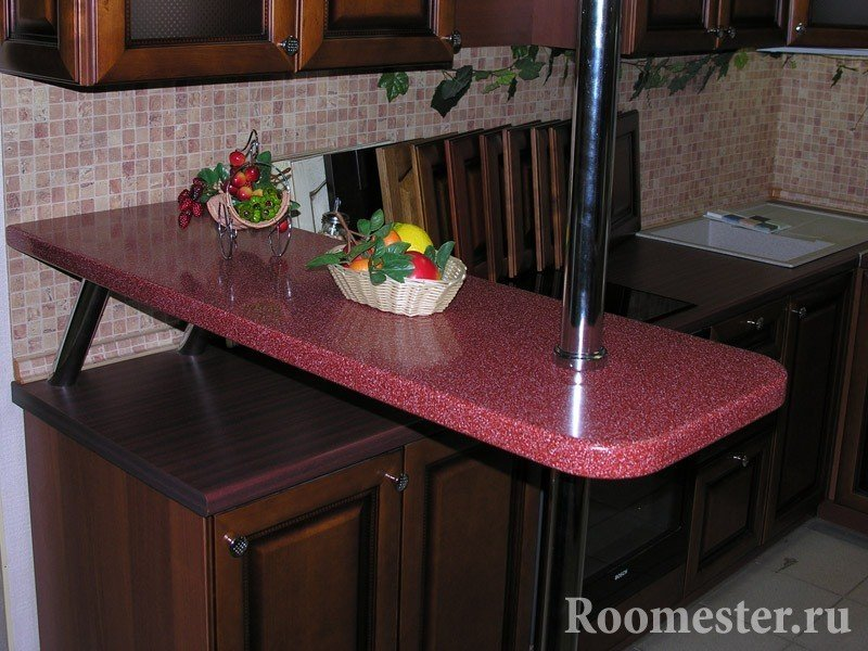 Коричневая мебель на кухне