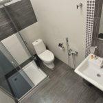 Строгий интерьер ванной комнаты
