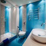 Голубые стены в ванной