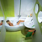 Салатово-белый дизайн ванной