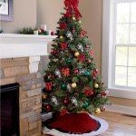 Новогоднее дерево у камина