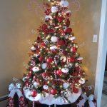 Шапка Санта-Клауса на елке