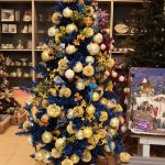 Мишура и шары на елке