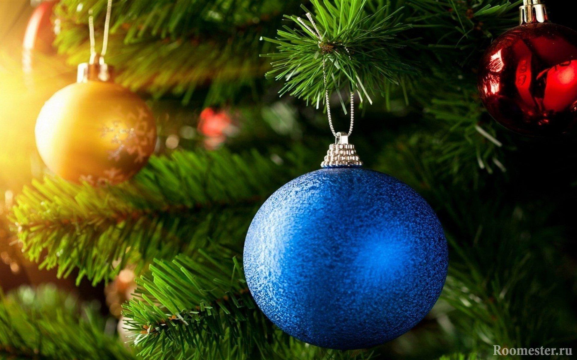 Синий елочный шар
