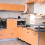 Персиковая мебель на кухне