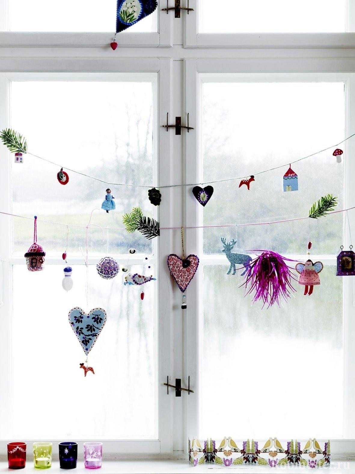 Украшения на окне