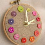 Часы из пуговиц