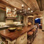 Посуда на стене под потолком