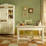 Старинная мебель в комнате