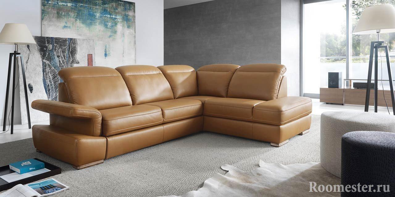 Шикарный диван в комнате