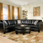 Столик и диван с одинаковым дизайном