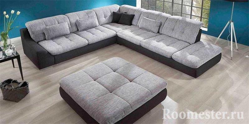 Пуфик и диван с одинаковой обивкой