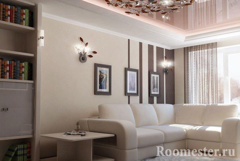 Картины и бра над диваном