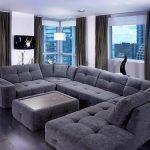 Столик и диван с одинаковым дизайном в квартире