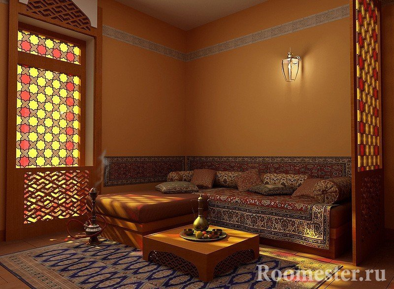 Столик перед диваном