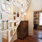 Стена из зеркал разной формы