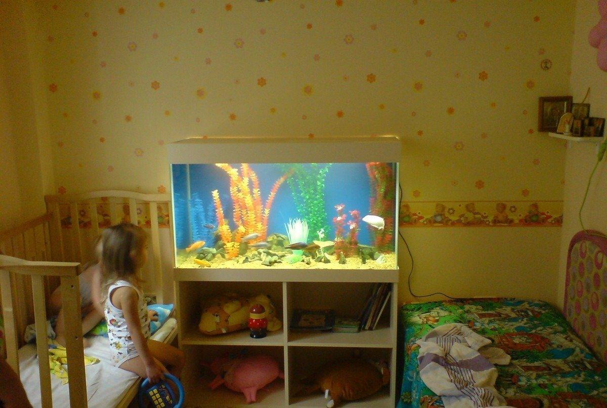 Интерьер детской с аквариумом
