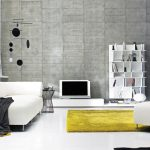 Белая мебель и желтый ковер в интерьере