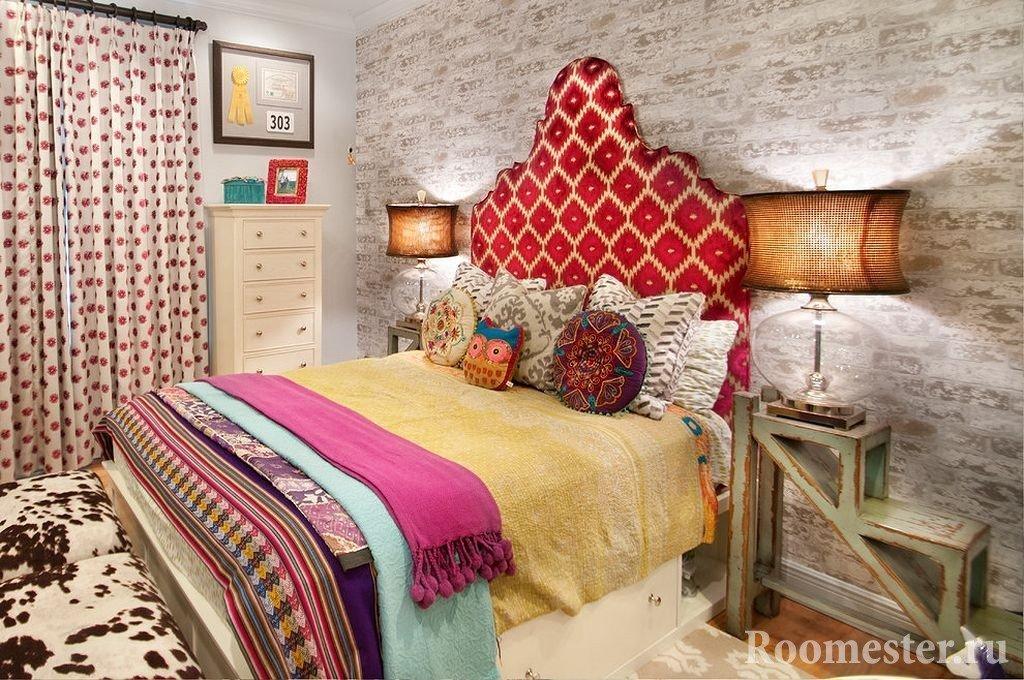 Занавески в горошек в спальне