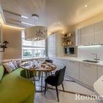 Салатовый диван в белом интерьере кухни