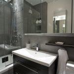 Строгий дизайн ванной