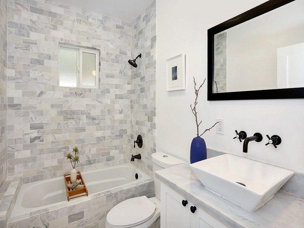 Туалет рядом с ванной